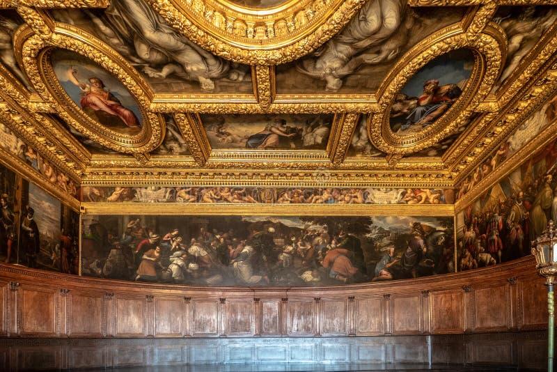 Enice,意大利- 4月18日2019十委员会的房间在共和国总督宫殿的 免版税库存照片