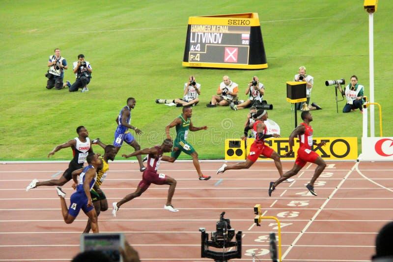 Eniga tillstånds Justin Gatlin som leder i 100 metrar halv-final på Peking för IAAF-världsmästerskap royaltyfria foton