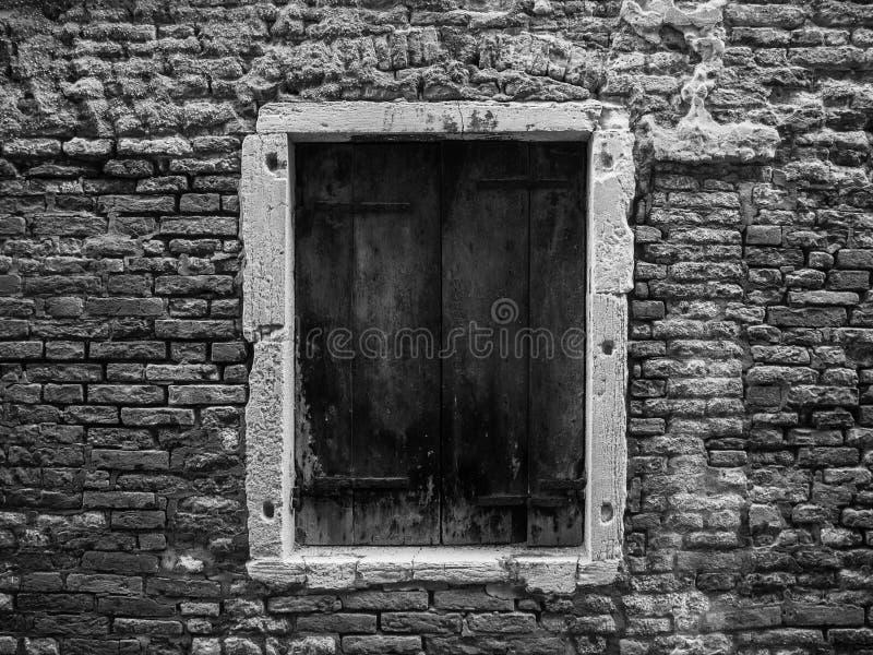 Enige deur in de straat van Venetië, Italië royalty-vrije stock foto's