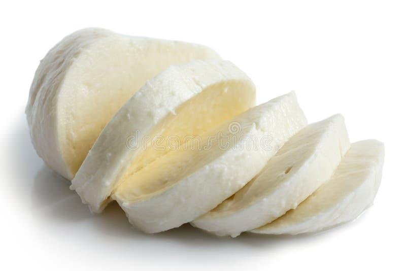 Enige die bal van mozarellakaas op wit wordt gesneden en wordt geïsoleerd stock afbeeldingen