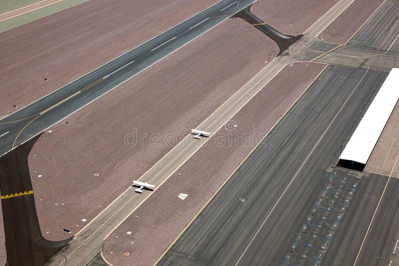 Enige motorvliegtuigen op taxibaan royalty-vrije stock afbeeldingen