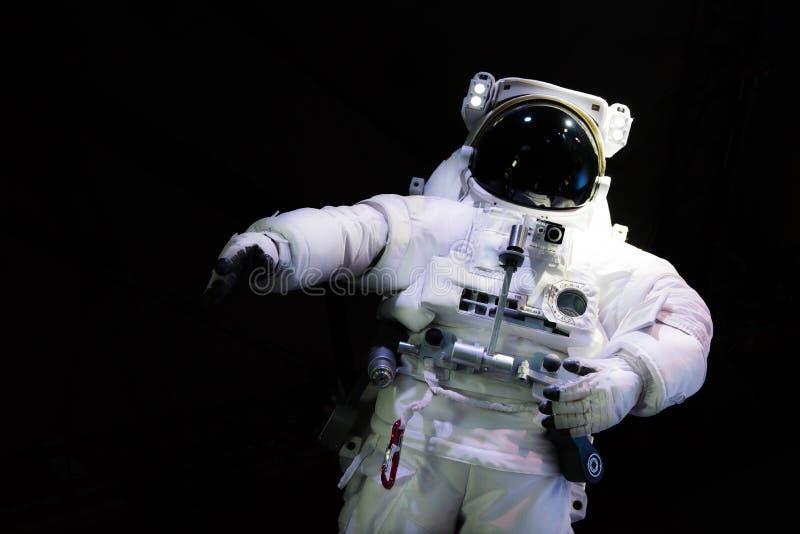 Enige ruimteastronaut met zwarte glas op de helm royalty-vrije stock afbeeldingen