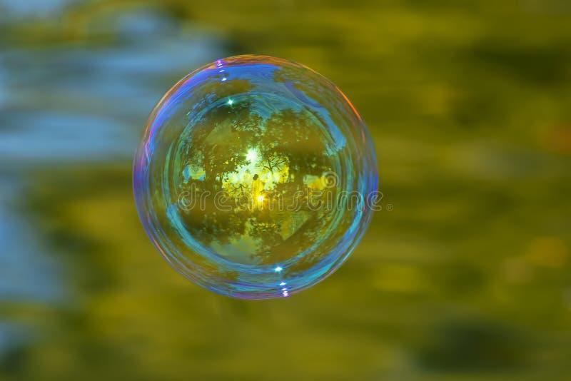 Enige zeepbel stock afbeelding