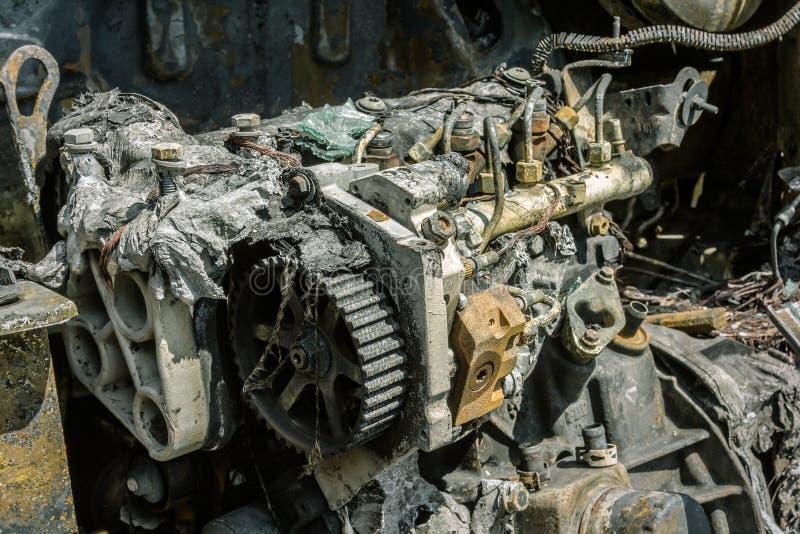 Download Enigine Di Un'automobile Bruciata Fotografia Stock - Immagine di metallo, aperto: 117979244
