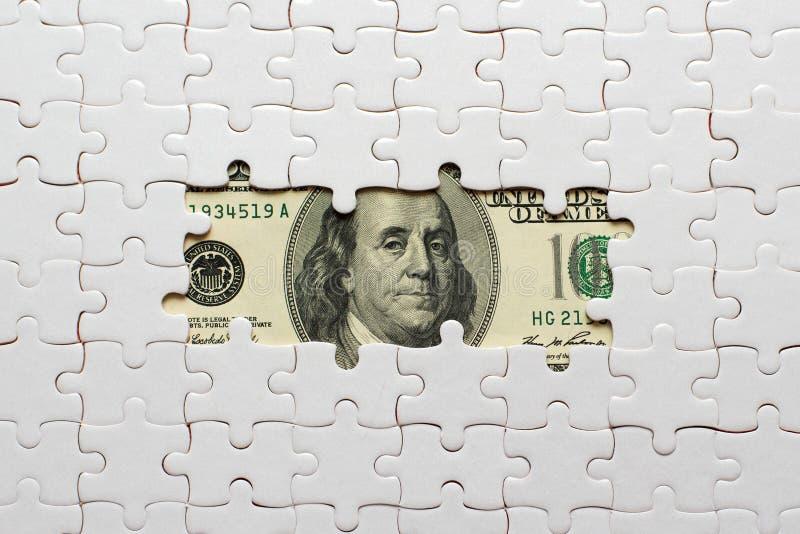Enigma branco em cem dólares de cédulas fotos de stock royalty free