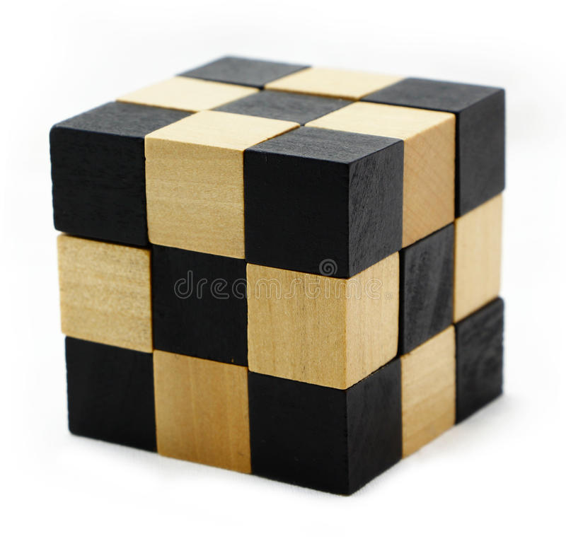 Enigma do cubo sob a forma dos blocos de madeira foto de stock