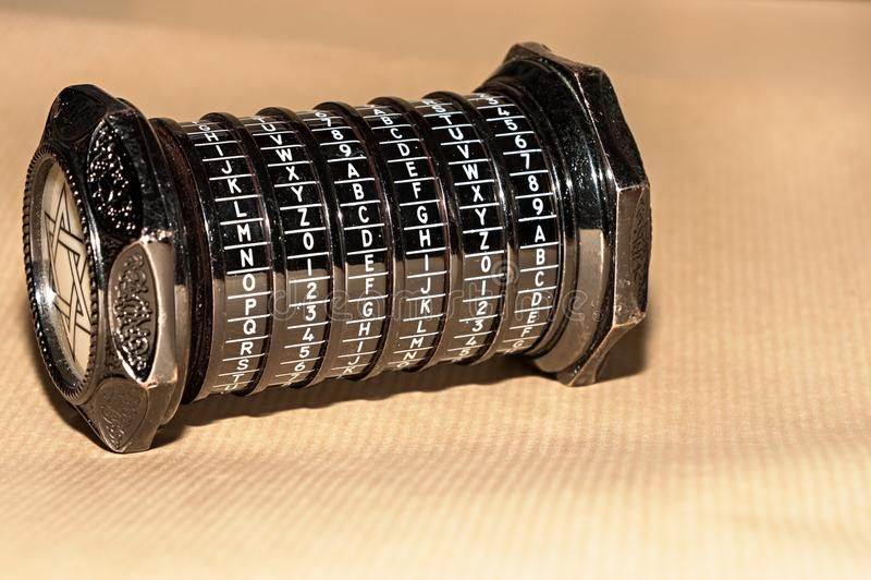 Enigma metálico foto de stock