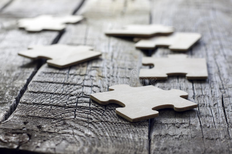 Enigma no conceito do negócio da equipe das placas de madeira fotografia de stock royalty free