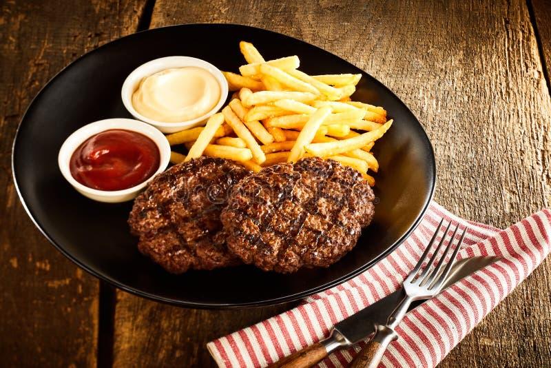 Enjeux de viande hachée Grilled image libre de droits