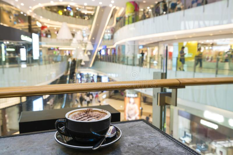 Enjoying coffee in a shopping mall royalty free stock photography