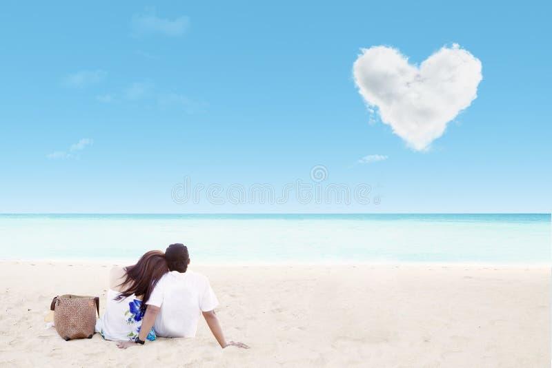 Download Enjoying Honeymoon At White Sand Beach Stock Image - Image: 28016279