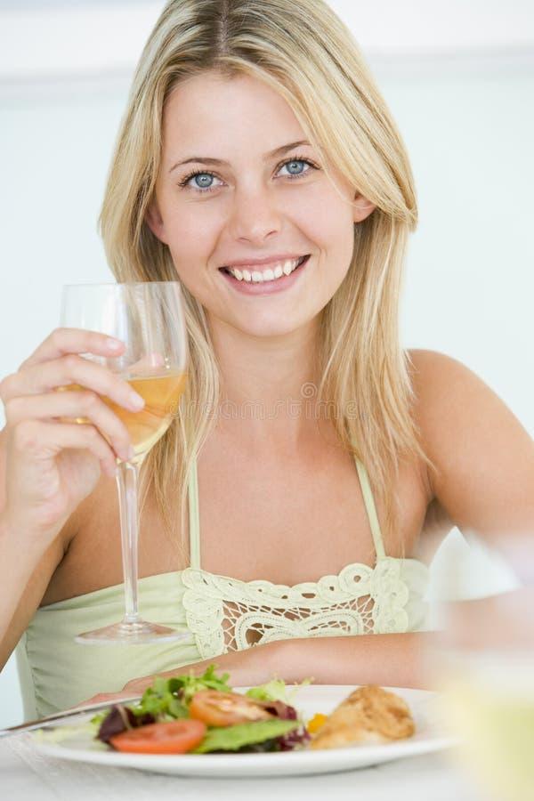 enjoying meal woman young στοκ φωτογραφία με δικαίωμα ελεύθερης χρήσης