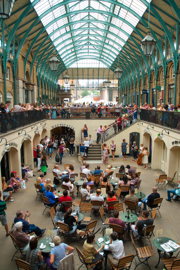 Enjoying the show in Covent Garden stock image