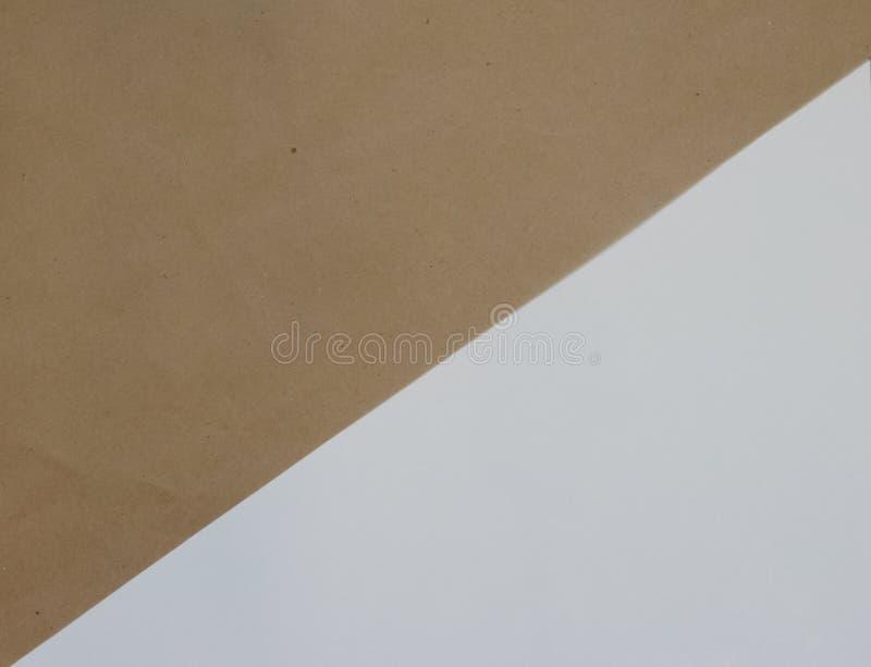 Enkel geometrisk bakgrund av den vita bakgrunden och Kraft brunt papper Det bästa beskådar Närbild royaltyfri illustrationer