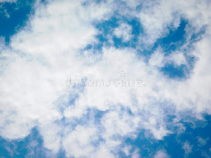 Enkel molnig himmel royaltyfri fotografi