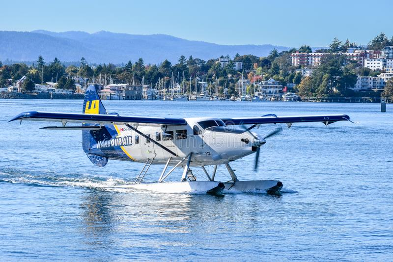 Enkel sjöflygplan för utterhamnluft omkring som tar flyg från i stadens centrum Victoria, British Columbia fotografering för bildbyråer