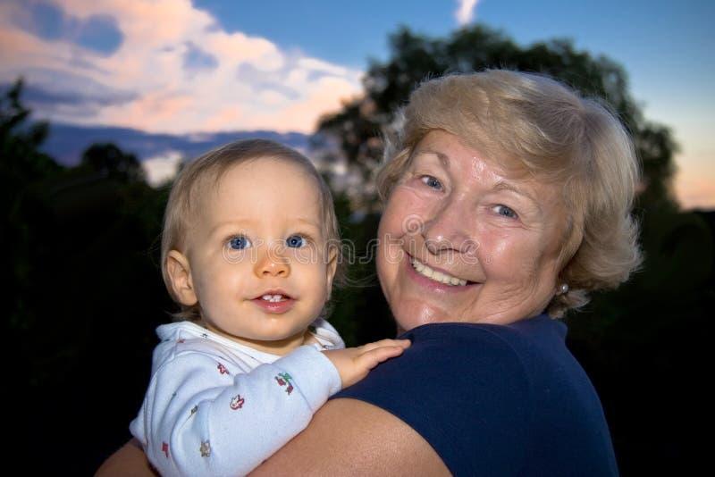 Enkel Und Großmutter Lizenzfreie Stockbilder
