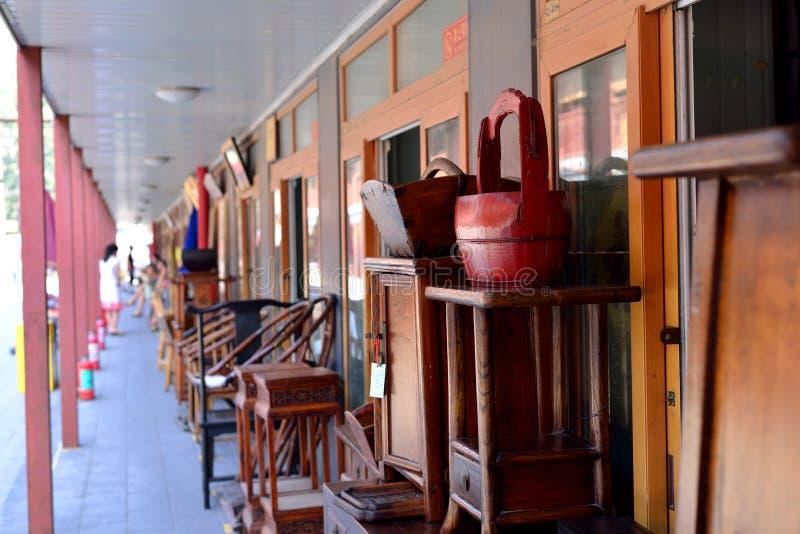 Enkele houtbewerkingswinkels in Peking stock afbeeldingen