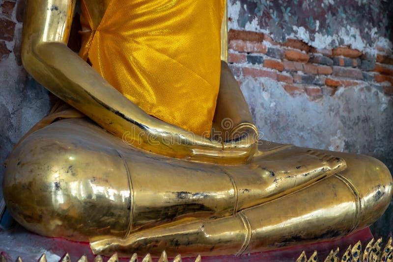 Enkele standbeeld van Boedha wordt gevestigd in het tempelgebied royalty-vrije stock foto