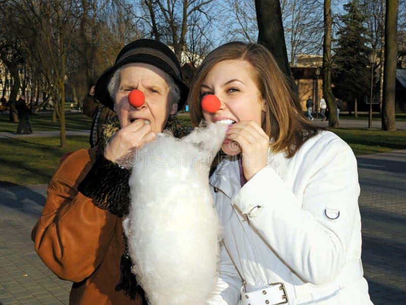 Enkelin und Oma lizenzfreies stockfoto