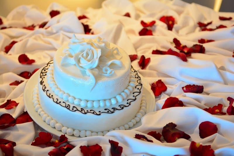 enkelt bröllop för cake royaltyfria foton