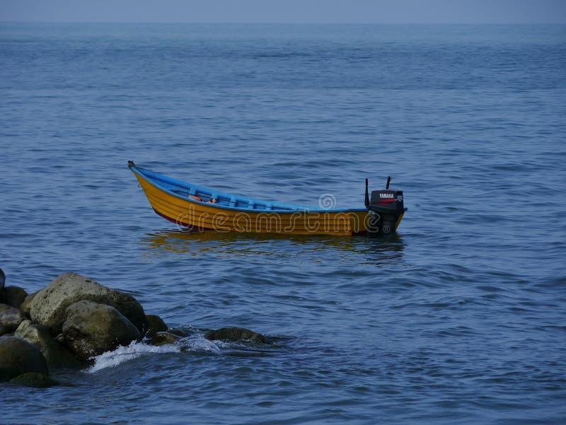 Enkelt fartyg i Kaspiska havet fotografering för bildbyråer