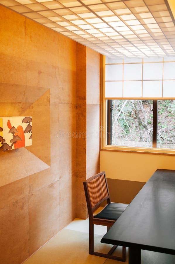 Enkelt japansk modern dinning inre stil för rum, slags tvåsittssoffa a arkivbilder
