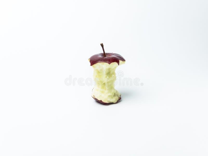 Enkelt rött äpple med miss av en tuggaisolat på vit bakgrund royaltyfria foton