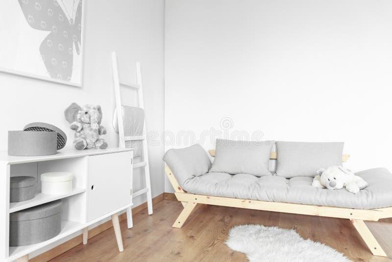 Enkelt rum för unge royaltyfri bild