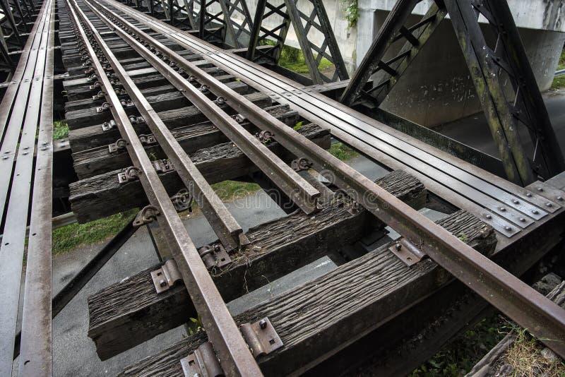 Enkelt spår järnväg Victoria Bridge som lokaliseras på Kuala Kangsar, lögner bredvid Sungai Perak, Malaysia royaltyfri foto