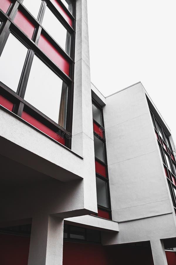 Enkla abstrakta former av minimalistic byggnad arkivfoto