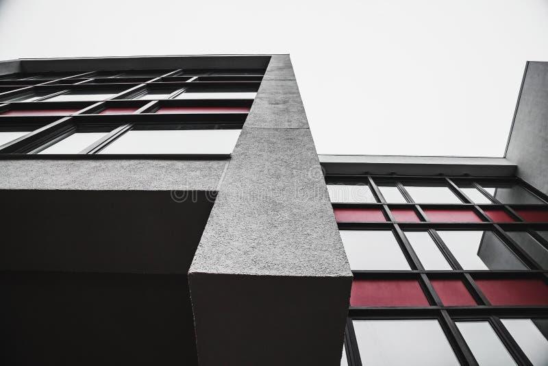 Enkla abstrakta former av minimalistic byggnad royaltyfri bild