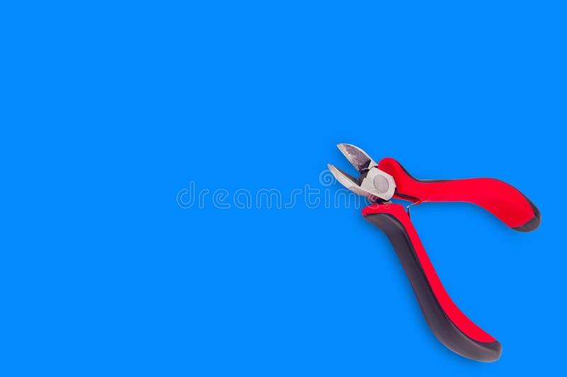 Enkla pojkar för tråd med röda och svarta handtag på blå bakgrund royaltyfri bild