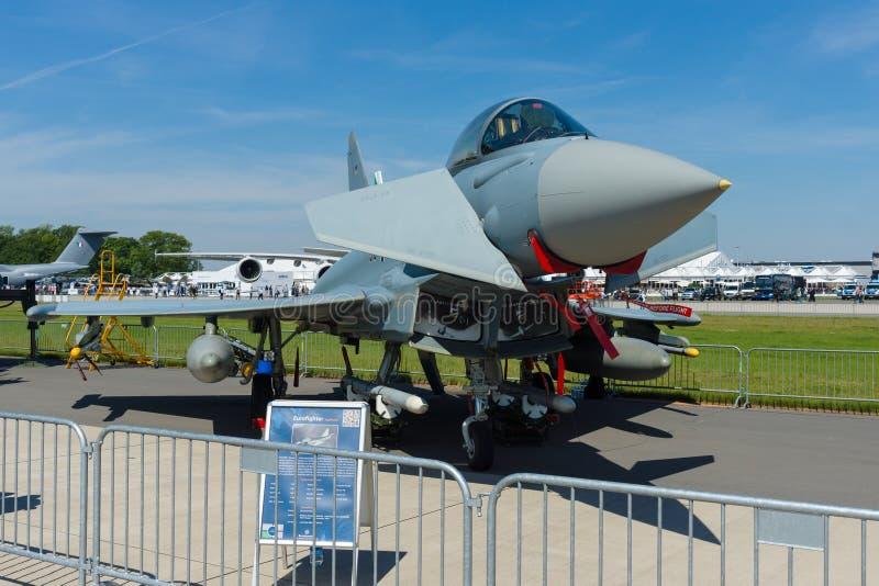 Enmotor, tidningsanka-delta vinge, multirole kämpe Eurofighter Typhoon royaltyfria bilder