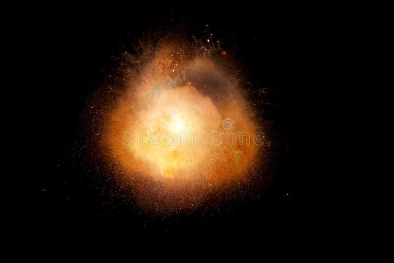 Enorm, extremt varm explosion med gnistor och varm rök, mot svart bakgrund royaltyfri bild
