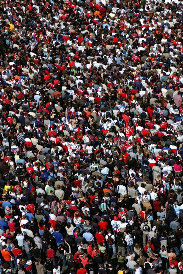 Enorm folkmassa fotografering för bildbyråer