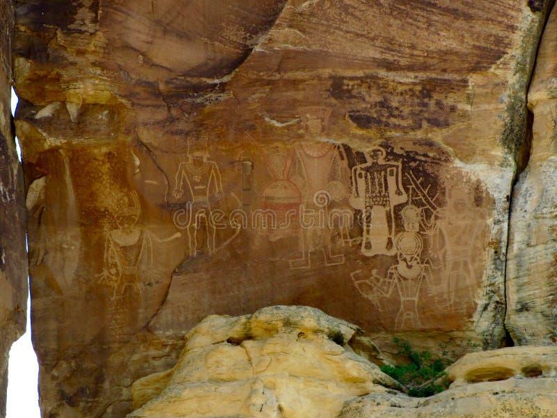 Enorm petroglyph- och pictographpanel på den McConkie ranchen nära Vernal, Utah royaltyfri fotografi
