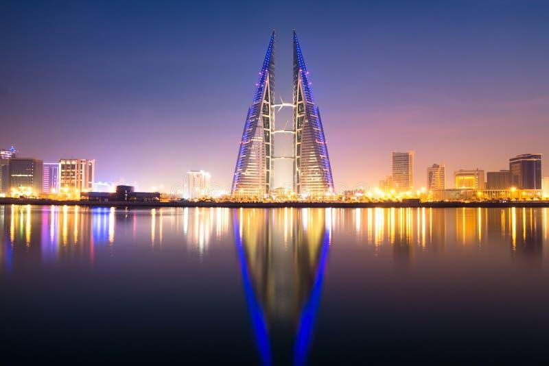 enorm slug energi för förbrukning för bahrain byggnadsmitt dess modernt egen avbildade tillförsel som mycket handlar turbiner via arkivbilder