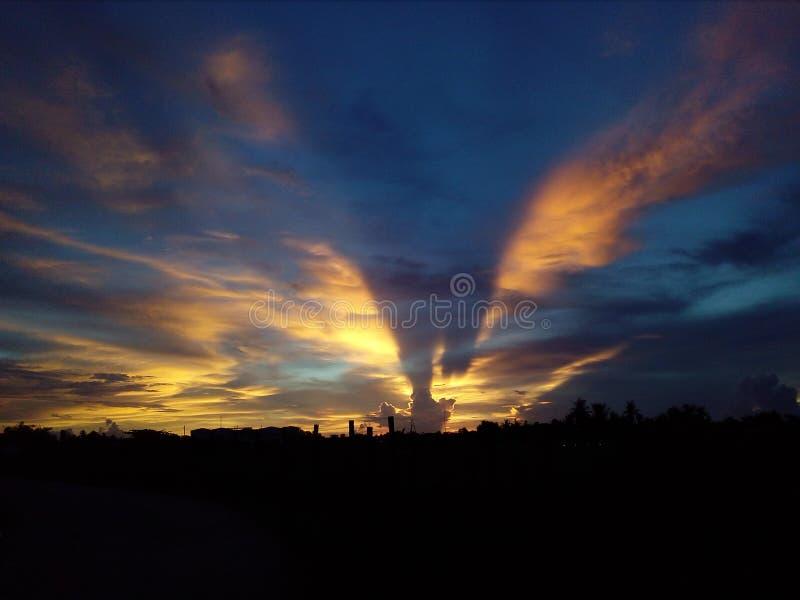 enorm solnedgång royaltyfri foto
