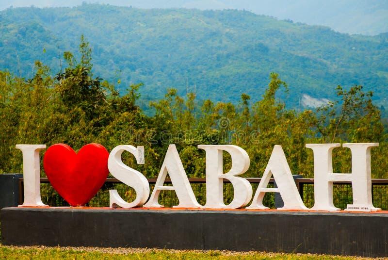 Enorm vit bokstäver älskar jag Sabah Borneo Malaysia royaltyfri foto