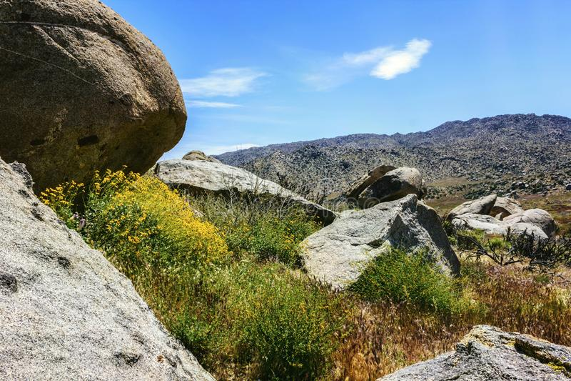 Enorma stenblock av Anza Borrego deserterar delstatsparken i Kalifornien, USA arkivbilder