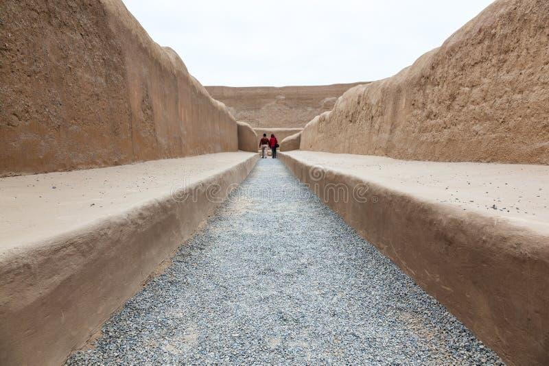 Enorma väggar av staden av Chan Chan arkivfoto