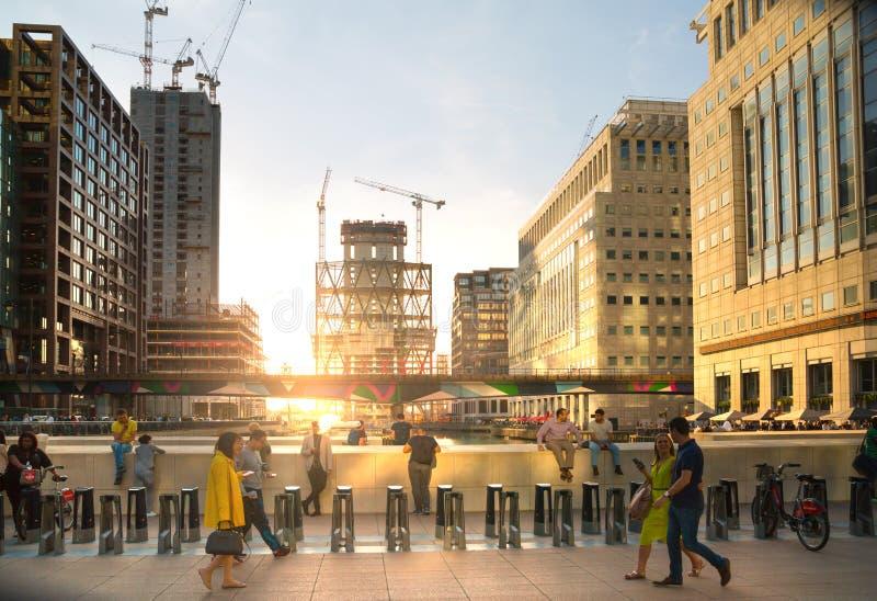 Enorme Baustellen in Canary Wharf-Bereich Geschäftsna-Bankenviertel, das weg Angebotunterkunft nahe bei heranwächst stockfotografie