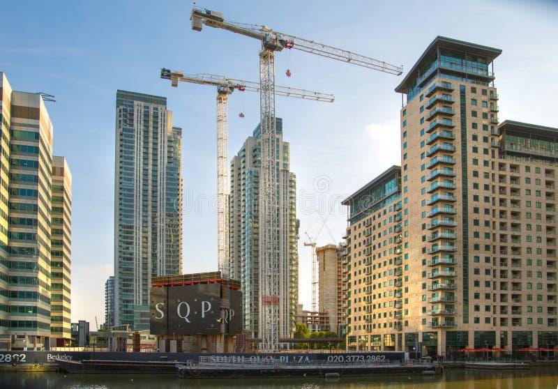 Enorme Baustellen in Canary Wharf-Bereich Geschäftsna-Bankenviertel, das weg Angebotunterkunft nahe bei heranwächst stockbild