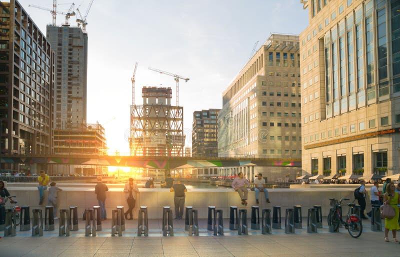 Enorme Baustellen in Canary Wharf-Bereich Geschäftsna-Bankenviertel, das weg Angebotunterkunft nahe bei heranwächst lizenzfreie stockbilder