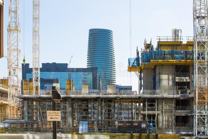 Enorme Baustellen in Canary Wharf-Bereich Geschäftsna-Bankenviertel, das weg Angebotunterkunft nahe bei heranwächst stockfoto