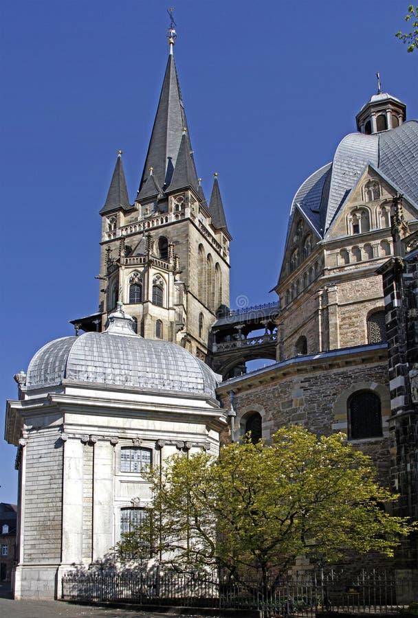 Enorme gotische Kathedrale in der deutschen Stadt Aachen stockfoto