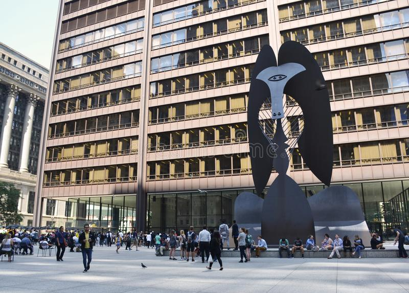 Enorme Skulptur in einer Piazza in im Stadtzentrum gelegenem Chicago durch Picasso stockfotos