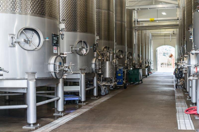Große Weinbottiche stockbilder