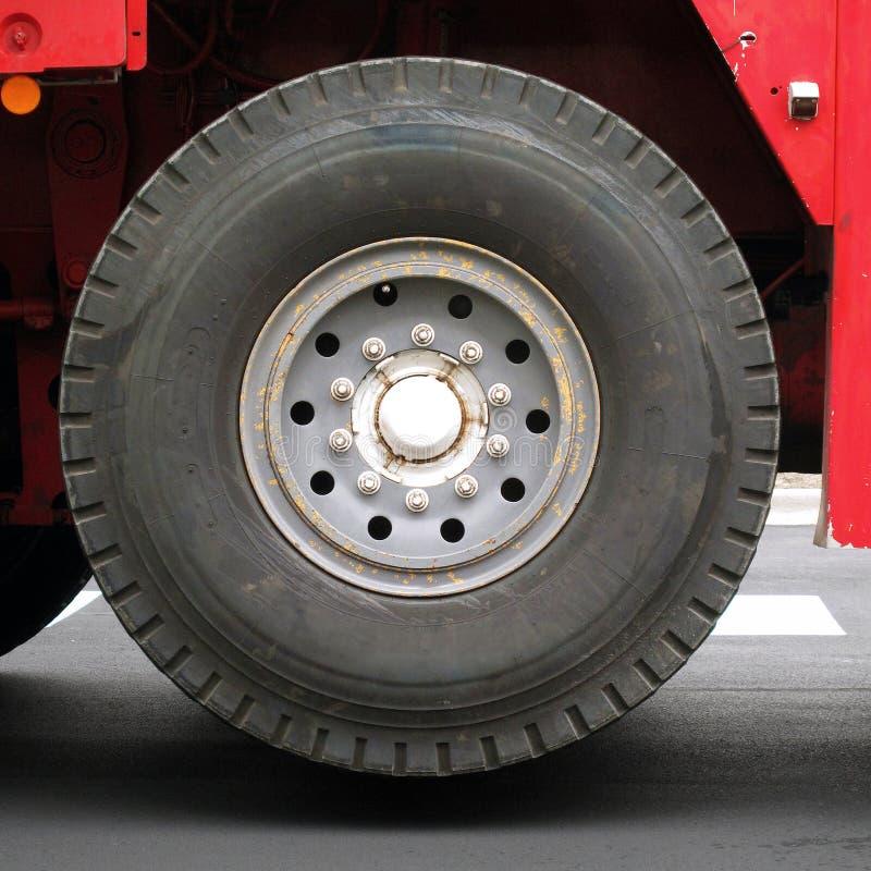 Enormer erhöhter industrieller Crane Rig Wheel lizenzfreie stockfotos